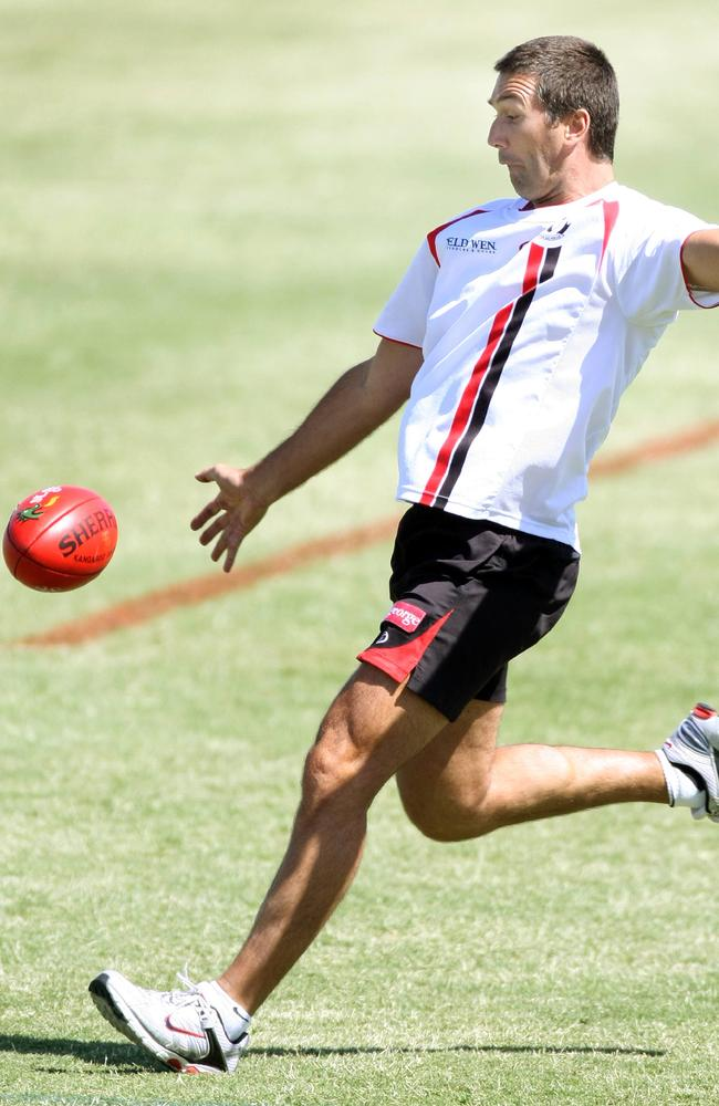 Silvagni having a kick during his coaching tenure at St Kilda.