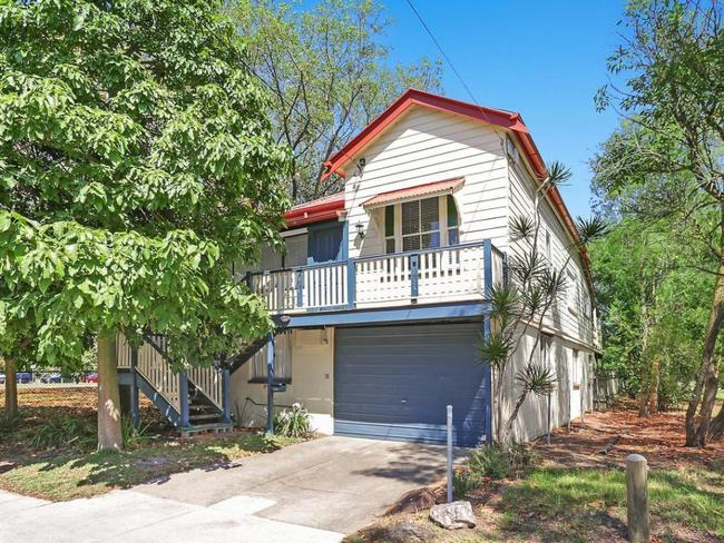This price guide has a '5' in front of it. And it's only 3.5km from the centre of Brisbane.