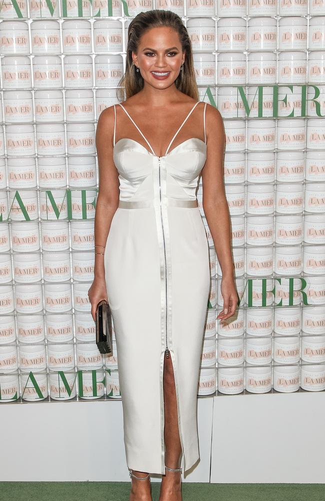 """Chrissy Teigen looked stunning at the La Mer """"Celebration of an Icon"""" Event in Los Angeles."""