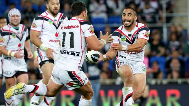 Thomas Leuluai in action.
