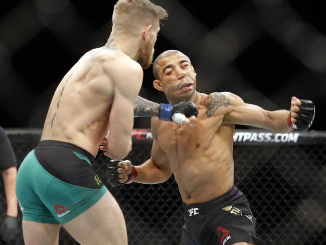 McGregor rocks Jose Aldo.