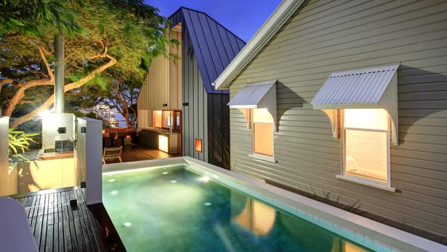 The renovation won the 2009 Australian Institute of Architect's Residential award for Queensland houses.