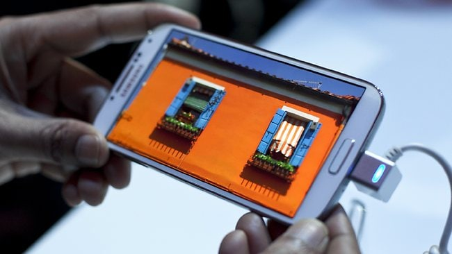 People interact with the Samsung Galaxy S IV, March 14, 2013 in New York City Allison Joyce/Getty Images/AFP