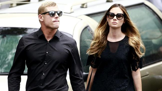 Mick Fanning has announced a aplit with his partner Karissa Dalton.
