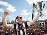 Permiership skipper Nick Maxwell presents the cup to Collingwood fans at Goschs Paddock.