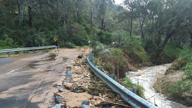 Severe weather cuts power to all of South Australia