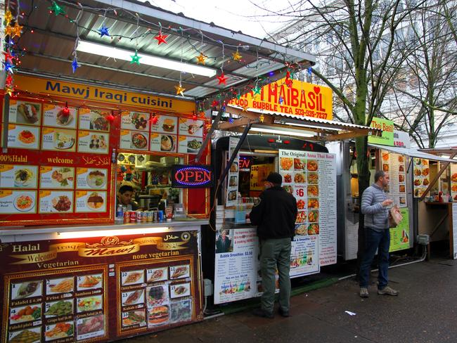 PFood trucks ni downtown Portland.