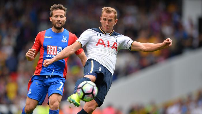 Tottenham Hotspur's English striker Harry Kane has an unsuccessful shot under pressure from Crystal Palace's French midfielder Yohan Cabaye (L) during the English Premier League football match between Tottenham Hotspur and Crystal Palace at White Hart Lane in London, on August 20, 2016. / AFP PHOTO / Glyn KIRK / RESTRICTED TO EDITORIAL USE. No use with unauthorized audio, video, data, fixture lists, club/league logos or 'live' services. Online in-match use limited to 75 images, no video emulation. No use in betting, games or single club/league/player publications. /