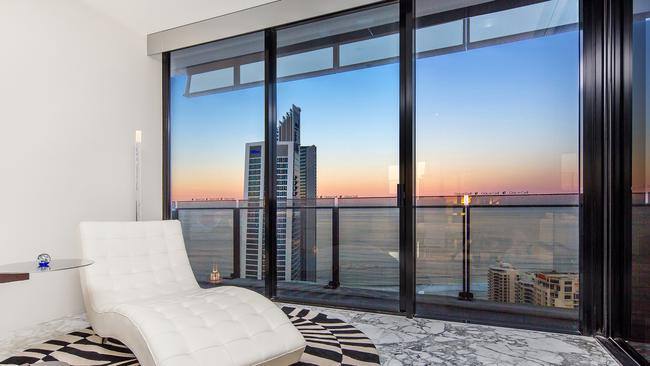 Surfers Paradise. Circle on Cavill south tower penthouse.