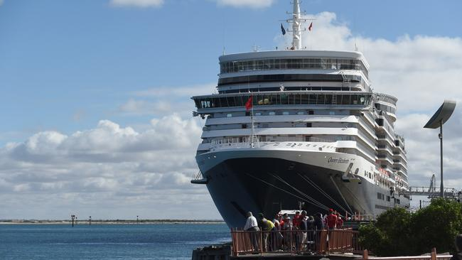 Cruise Ship Queen Elizabeth Makes Her Maiden Call To