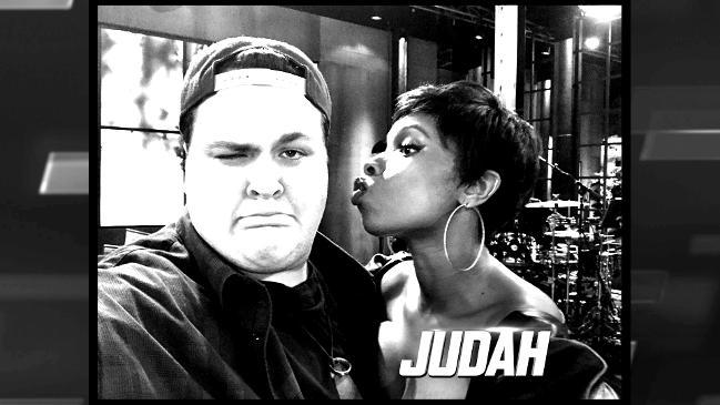 Jennifer Hudson reduces Voice competitor to tears