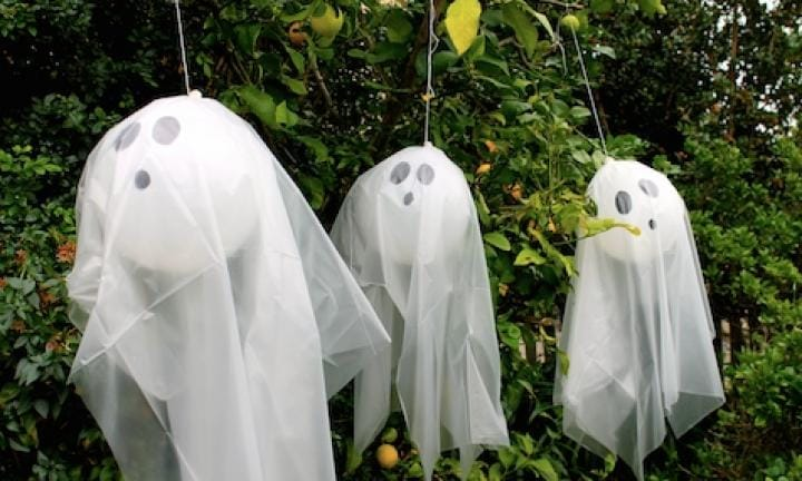 "29. Balloon ghosts  <p>Simple but spookily effective. Hang them in the trees out front. You can put a glowstick inside if you want to be really tricky.</p> <p><a href=""http://www.kidspot.com.au/things-to-do/activities/make-spooky-balloon-ghosts"">See here for how to make Balloon ghosts.</a></p>"
