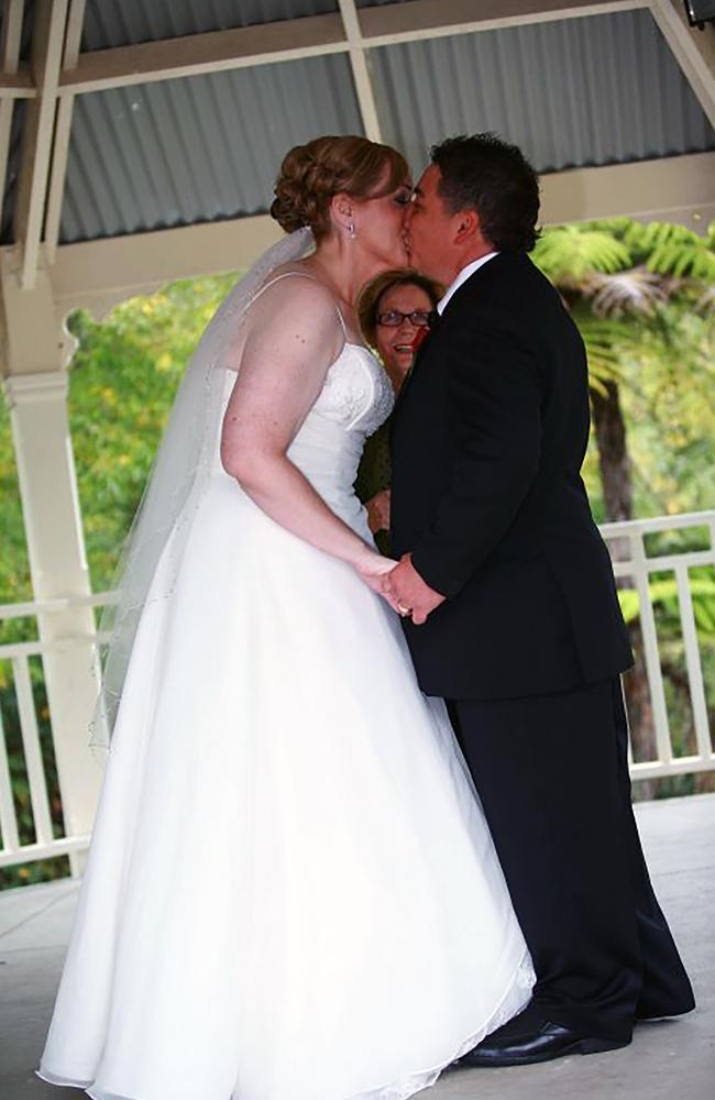 Anita on her wedding day as size 18 with husband Shane. Image: Caters