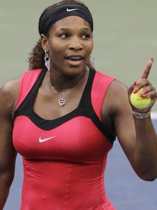 Serena Williams gestures while talking to the chair umpire Eva Asderaki during the women's championship match at the U.S. Open tennis tournament in New York, 11 Sep 2011. (AP Photo/Mike Groll)