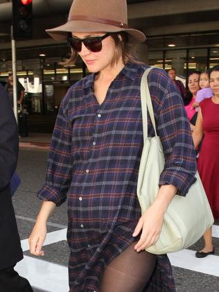 Baby bump ... It definitely looks like Rose Byrne is expecting. Picture: Splash