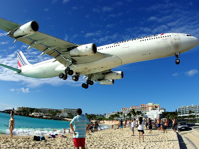Another stunning - and close - landing. Picture Takot/Flickr