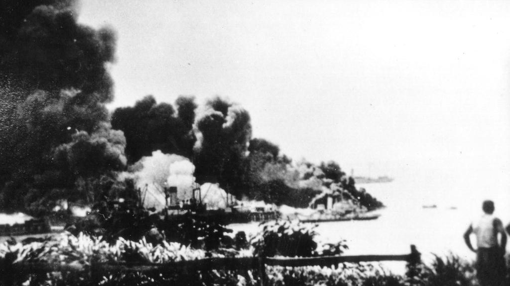 bombing of darwin 1942 essay Essay writing guide  how did the blitz affect the british people  hitler ordered luftwaffe to launch a series of bombing raids on britain's largely populated.