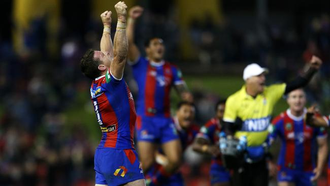 Kurt Gidley raises his arms after kicking the winning goal against the Storm.