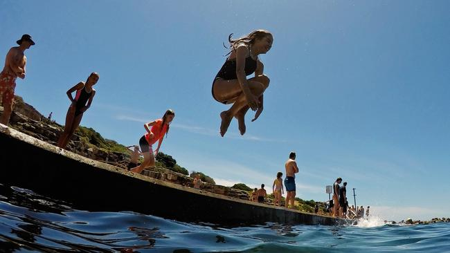 Hordes of people flocked to Clovelly to keep cool during hot conditions. Picture: Jenny Evans