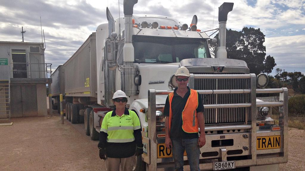 First harvest delivery at Poochera, on the Eyre Peninsula, with Viterra employee Wendy Every and carrier Shane Trowbridge. The owner of the grain is Andrew Mahar.