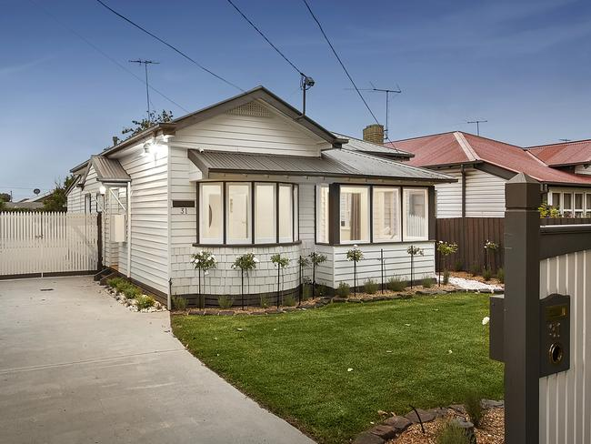 This house at 31 Powell Street, Reservoir, VIC, sold for $650K in 2010. And it's back on the market. Will it continue the suburb trend and keep going up? Jason Murphy thinks so.