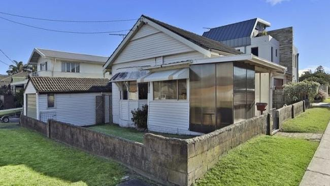 A beach shack at 184 Ocean St, Narrabeen will be auctioned this weekend. Picture: realestate.com.au