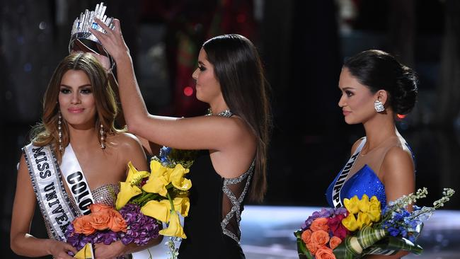 Miss Universe 2014 Paulina Vega removes the crown from Miss Colombia Ariadna Gutierrez (left) and Miss Philippines watches on. Picture: Ethan Miller/Getty Images