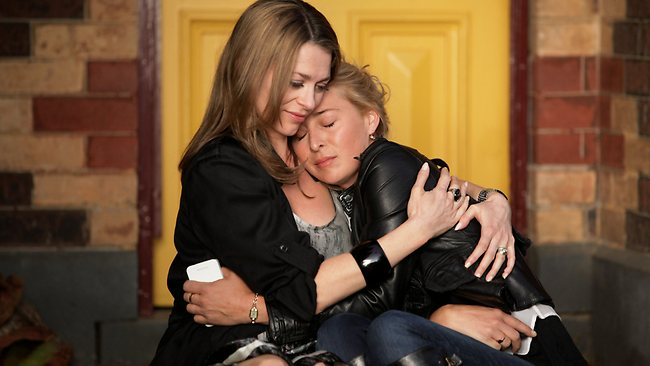 Kat Stewart and Asher Keddie star in Channel 10's Offspring. Picture: Channel 10