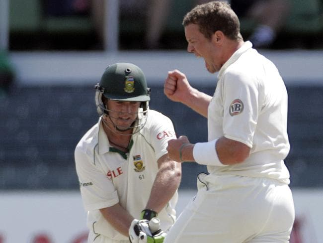 Peter Siddle celebrates after dismissing AB de Villiers.