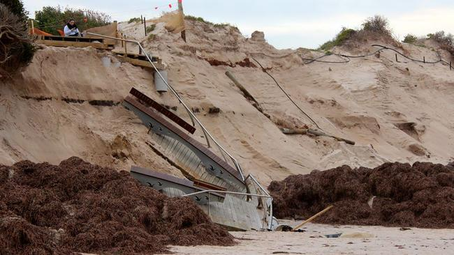 Anne Wheaton from the Western Adelaide Coastal Residents' Association provided this image of the collapsed platform.