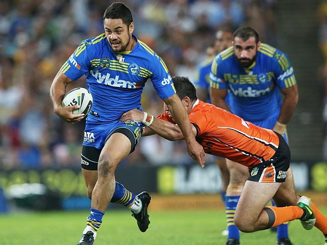 Hayne was both a train and a plane tonight. And a real pain for the Tigers defence. Pic.