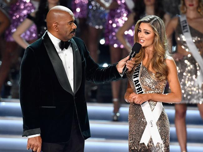 Steve Harvey speaks with Miss South Africa 2017, Demi-Leigh Nel-Peters.