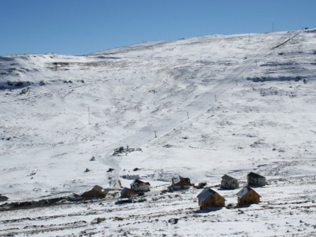Afriski has one short,straight slope just like Tiffindell, augmented in this image with some rare natural snow.