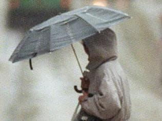 5/4/2000 Wet weather. People with umbrellas on their way to work have a wet start to the day after record rain fell overnight in the city. PUB DHS 31/10/02 Pge 16