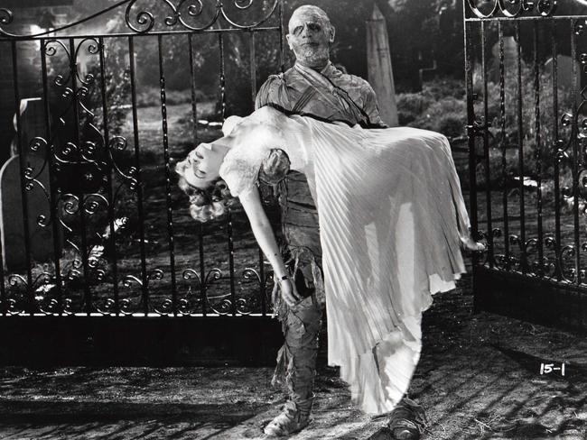Lon Chaney Jr as the mummy and Elyse Knox as Isobel Evans in the 1942 film The Mummy's Tomb. Picture: Universal Pictures