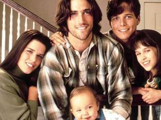 Supplied Editorial Neve Campbell, Matthew Fox, Scott Wolf and Lacey Chabert in Party of Five.