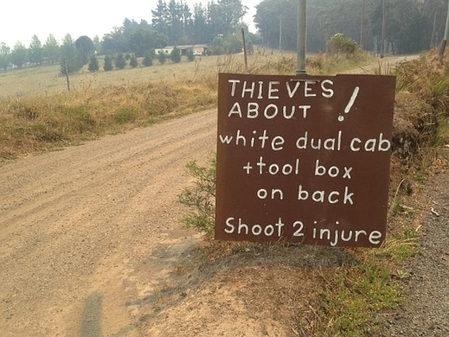 Blue Mountains Bushfire residents say they are on the lookout for two looters. Photo: Simon Black