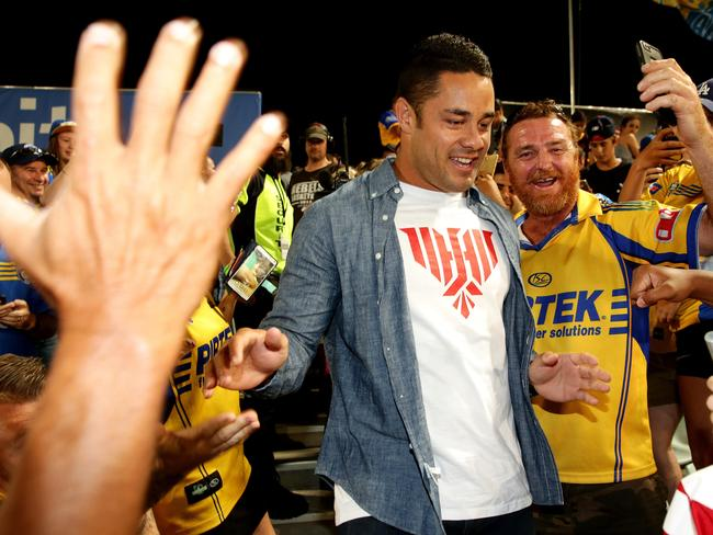 Jarryd Hayne with Eels fans during a break from his duties with the San Francisco 49ers in 2016. Picture Gregg Porteous
