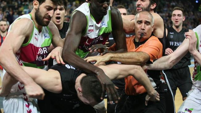 Huge brawl erupts in Spanish pro-basketball game | Daily ...