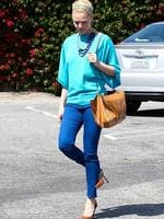 <p>Colour-blocking at its best! Katherine Heigl is a sight for sore eyes in this blinding electric blue outfit while out in California. Picture: Snappermedia</p>