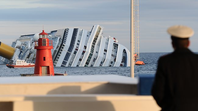 TOPSHOTS-ITALY-SHIPPING-TOURISM-DISASTER-COSTA CONCORDIA