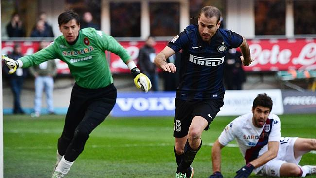 Inter Milan's Argentinian forward Rodrigo Palacio chases the ball down.