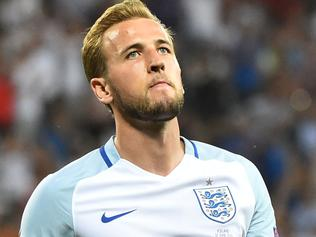England's forward Harry Kane reacts during the Euro 2016 round of 16 football match between England and Iceland at the Allianz Riviera stadium in Nice on June 27, 2016. / AFP PHOTO / BERTRAND LANGLOIS