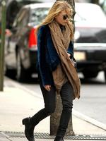<p>Fashionista Mary Kate Olsen looks slightly bedraggled as she steps out on a chilly day in New York. Picture: Snappermedia</p>