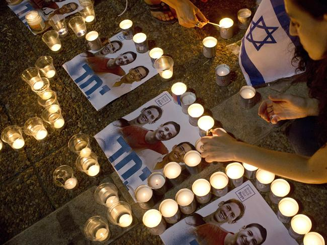 Gone too soon ... Israelis mourns and light candles in Rabin Square in Tel Aviv.