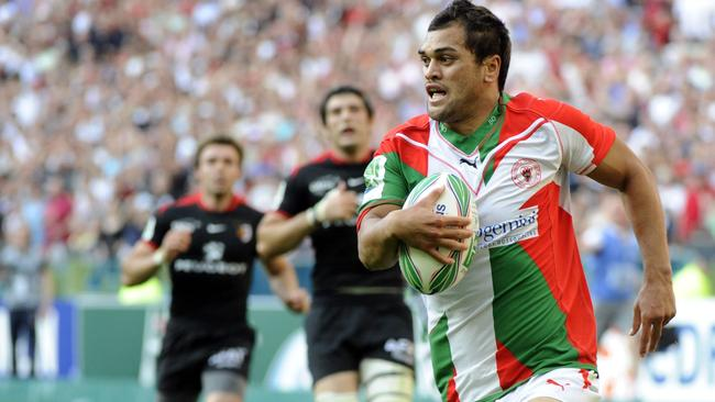 Karmichael Hunt had a stint in rugby union with French club Biarritz in 2010.