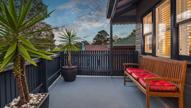 231 Evans St, Rozelle was another home to sell for well over its reserve price.