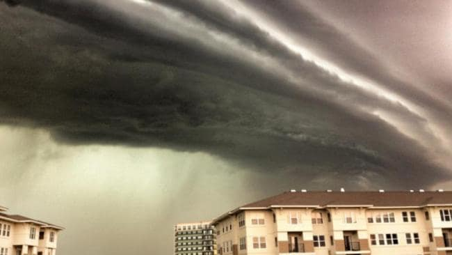 The derecho cloud as it formed over Chicago June 29, 2012. It would stretch 1000kms past Washington DC. Picture: NWS Meteorologist Samuel Shea