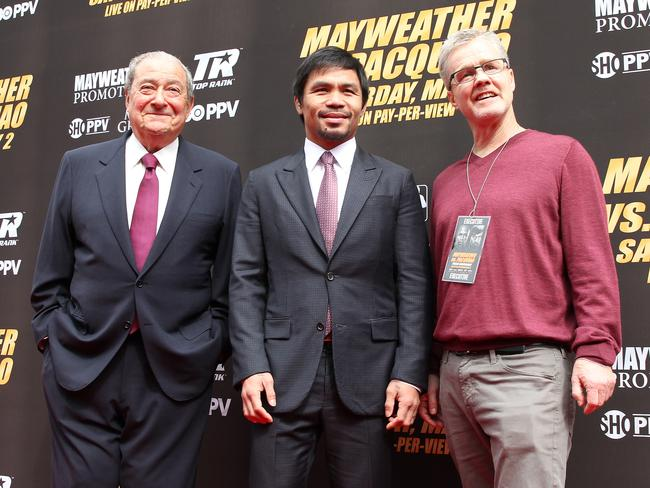 Pacquiao with his promoter Bob Arum, left, and trainer Freddie Roach.