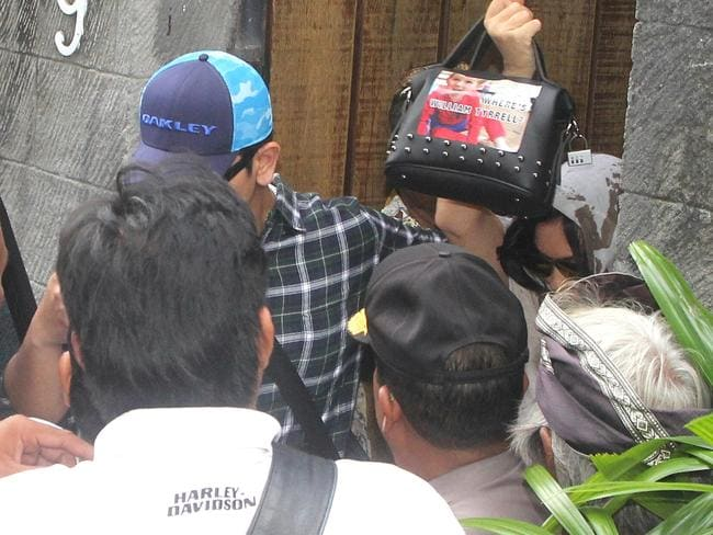 Police securing Schapelle Corby (holding handbag) leaving the house in Kuta lane to go to Parole Board with a picture of William Tyrell on the bag. Picture: Lukman S. Bintoro